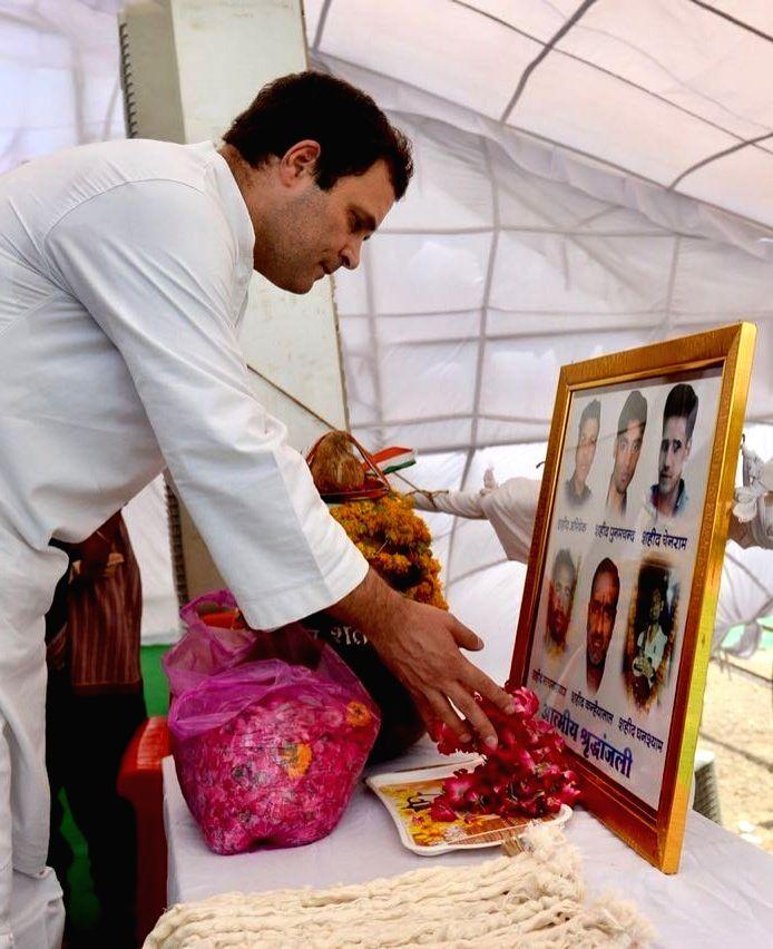 Congress President Rahul Gandhi pays tributes to the six farmers who were killed in police firing last year, in Madhya Pradesh's Mandsaur on June 6, 2018. - Rahul Gandhi