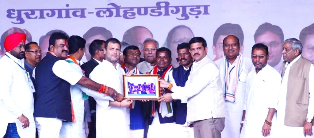 Congress President Rahul Gandhi with Chief Minister Bhupesh Baghel during a party programme in Jagdalpur, Chhattisgarh on Feb 16, 2019. - Bhupesh Baghel and Rahul Gandhi