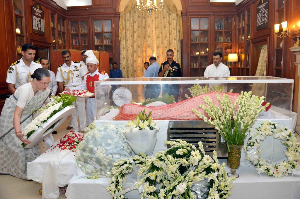 Congress president Sonia Gandhi pays tribute to the mortal remains of President Pranab Mukherjee's wife Suvra at Rashtrapati Bhawan on Aug 18, 2015. - Sonia Gandhi and Pranab Mukherjee