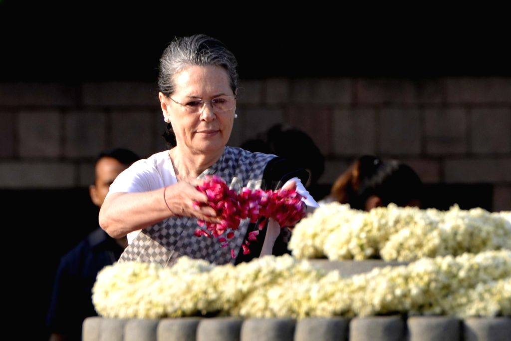 Congress President Sonia Gandhi pays tribute to former Prime Minister late Rajiv Gandhi on his birth anniversary at Veer Bhumi in New Delhi on Aug 20, 2017. - Sonia Gandhi