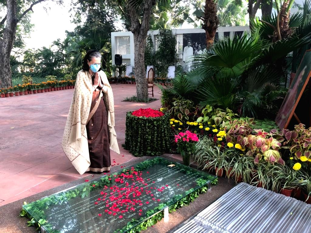 Congress President Sonia Gandhi pays tributes to Former Prime Minister and her mother-in-law Indira Gandhi on her 36th death anniversary, at Shakti Sthal in Rajghat, New Delhi on Oct 31, ... - Sonia Gandhi and Indira Gandhi