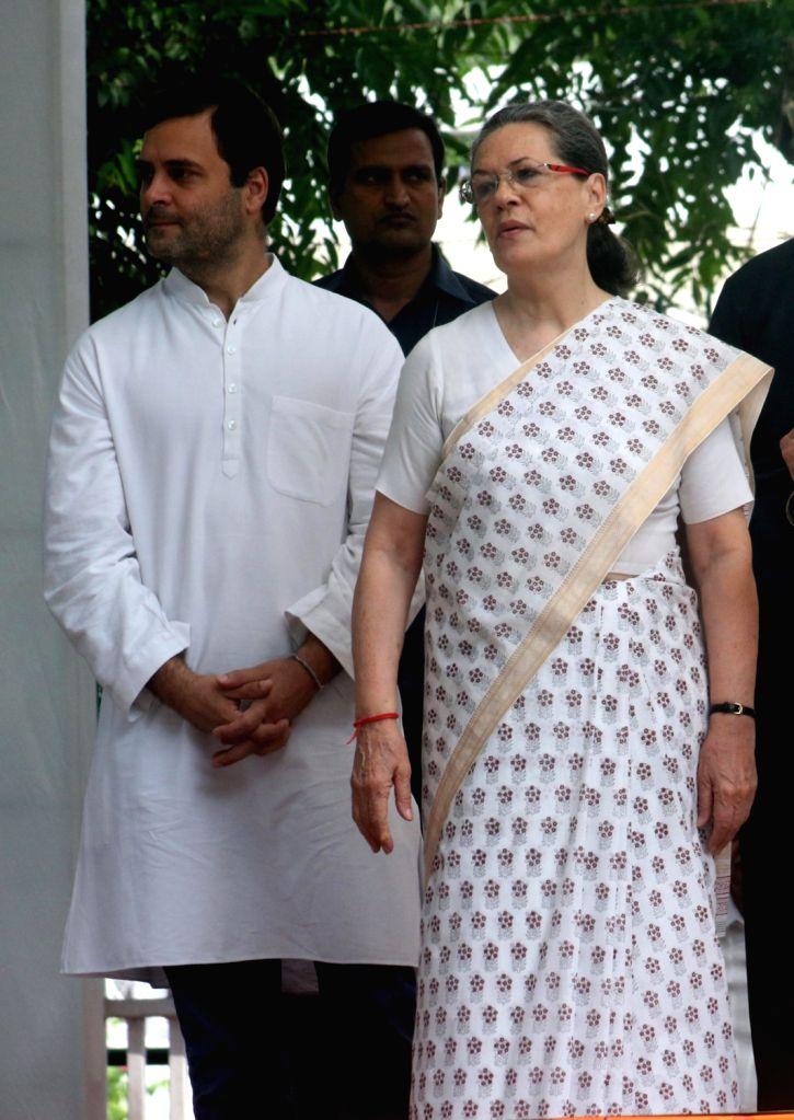 Congress president Sonia Gandhi, vice president Rahul Gandhi with UP Congress president Raj Babbar, former Delhi CM Sheila Dikshit, senior leaders  Ghulam Nabi Azad, Rajeev Shukla and ... - Sonia Gandhi, Rahul Gandhi and Sheila Dikshit