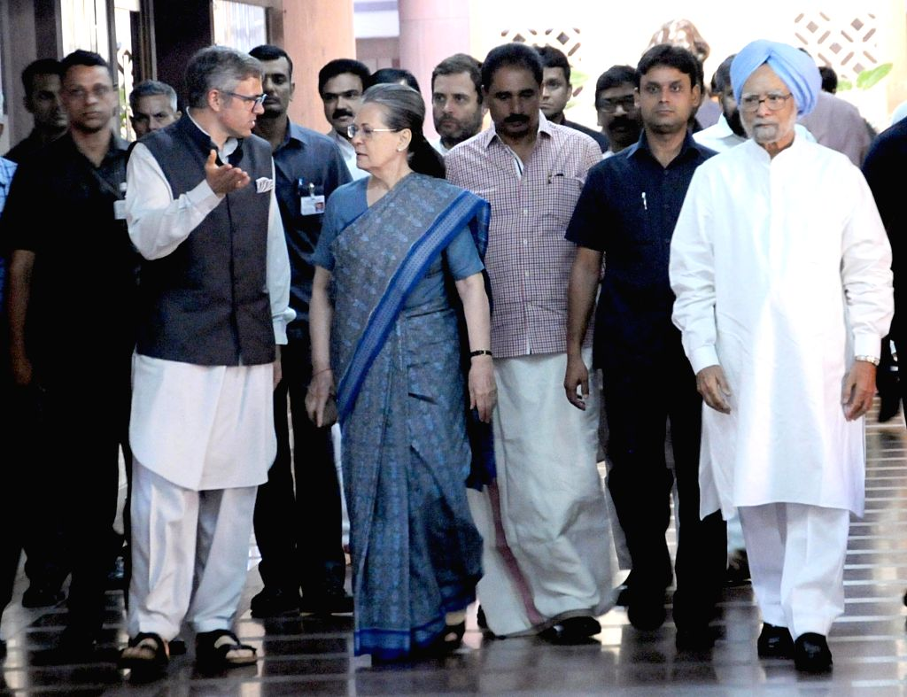 Congress President Sonia Gandhi with former Prime Minister Dr Manmohan Singh and National Conference leader Omar Abdullah after a luncheon meeting convened by her as part of efforts to ... - Sonia Gandhi and Manmohan Singh