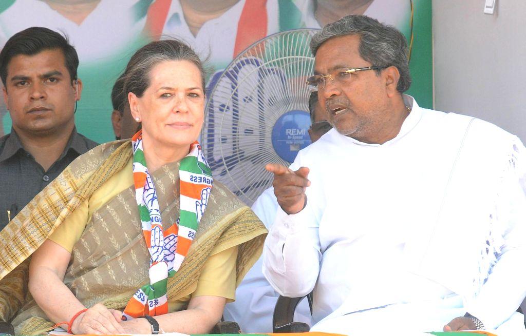 Congress president Sonia Gandhi with Karnataka Chief Minister Siddaramaiah during an Election Campaign in Mysore on April 9, 2014. - Siddaramaiah