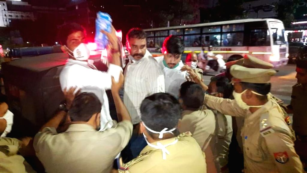 Congress protest thwarted by police in Lucknow. (Photo: twitter@IYC_UPEast)