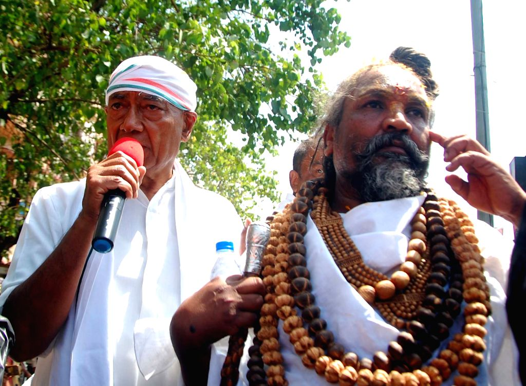 Congress's Lok Sabha candidate from Bhopal, Digvijaya Singh accompanied by Former Madhya Pradesh Minister Computer Baba, addresses a gathering during an election campaign for the forthcoming ... - Computer Baba and Digvijaya Singh
