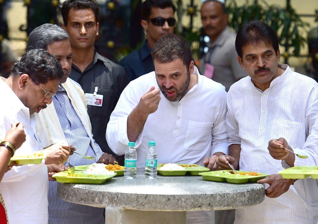 "Congress Vice President Rahul Gandhi and Karnataka Chief Minister Siddaramaiah having their breakfast at Indhira Canteen after the inauguration of ""Indira Canteens"" in Bengaluru ... - Siddaramaiah and Rahul Gandhi"
