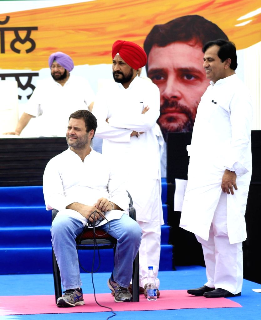 """Congress vice president Rahul Gandhi during """"Punjab Di Gal Rahul Naal"""" an interaction programme with party workers in Chandigarh on April 16, 2016. Also seen Punjab Congress ... - Rahul Gandhi, Rahul Naal and Amarinder Singh"""