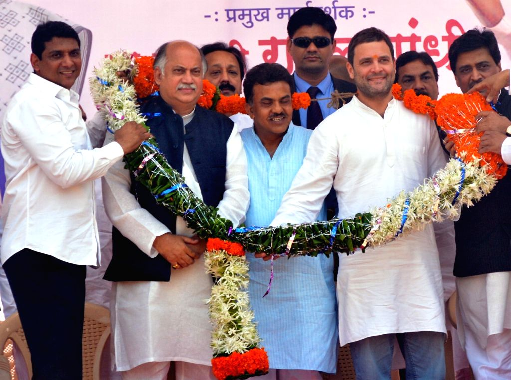 Congress vice president Rahul Gandhi during a party rally in Mumbai, on Jan 15, 2016. Also seen Ashok Chavan, Sanjay Nirupam, Mohan Prakash, Gurudas Kamat and Prithviraj Chavan.