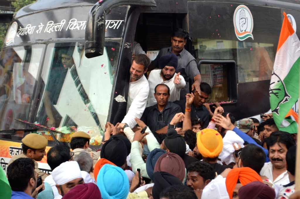 Congress Vice President Rahul Gandhi's  Kisan Yatra reaches at Laxmi Nagar in New Delhi on Oct 6, 2016. - Rahul Gandhi