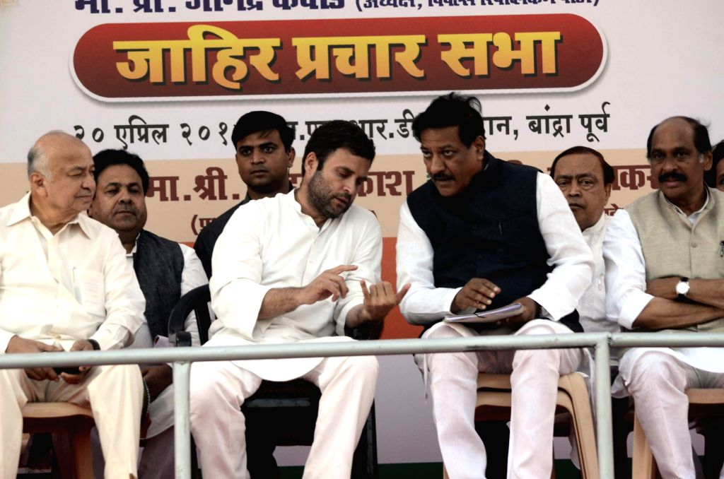 Congress vice president Rahul Gandhi with Maharashtra Chief Minister Prithviraj Chavan during a rally in Mumbai on April 20, 2014. - Prithviraj Chavan