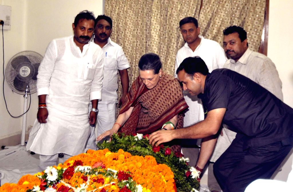 Congress vice-president Sonia Gandhi pays tribute to veteran Congress leader and former minister Mahavir Chaudhary who passed away at a private hospital in Patna after prolonged illness on May 5, ...