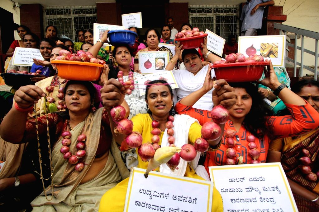 Congress' women activists stage a demonstration against the Central and the State Government over a hike in the prices of onions, in Bengaluru on Sep 28, 2019.