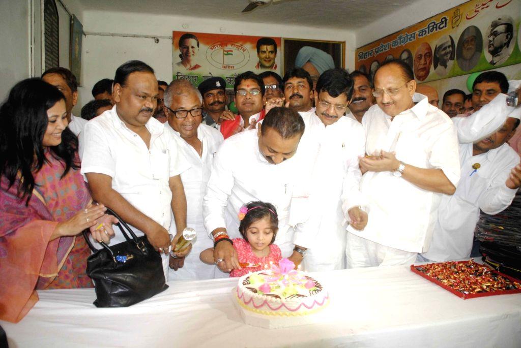 Congress workers celebrate party vice president Rahul Gandhi's birthday in Patna on June 19, 2016. - Rahul Gandhi