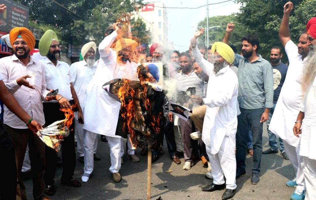 Congress workers lead by party leader Gurjeet Singh Aujla stage a demonstration against  Punjab speaker Charanjit Singh Atwal, Chief Minister Parkash Singh Badal and Deputy Chief Minister Sukhbir ... - Charanjit Singh Atwal, Gurjeet Singh Aujla, Parkash Singh Badal and Sukhbir Singh Badal