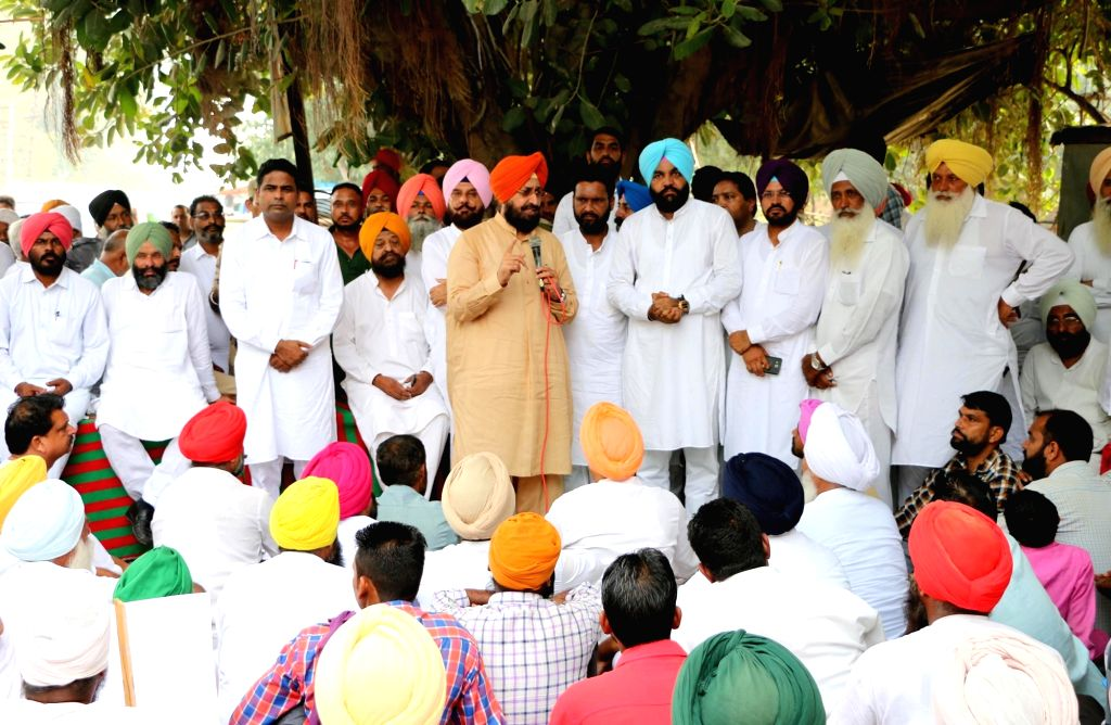 Congress workers led by party's (rural) district president Gurjeet Singh Aujla stage a demonstration against Shiromani Akali Dal (SAD) workers for attacking on their motorcycle rally in ... - Gurjeet Singh Aujla