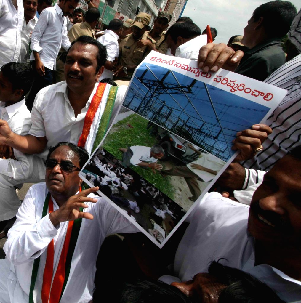 Congress workers led by Telangana Congress chief Ponnala Lakshmaiah demonstrate against shortage of electricity to farmers in Hyderabad on Sept 12, 2014.