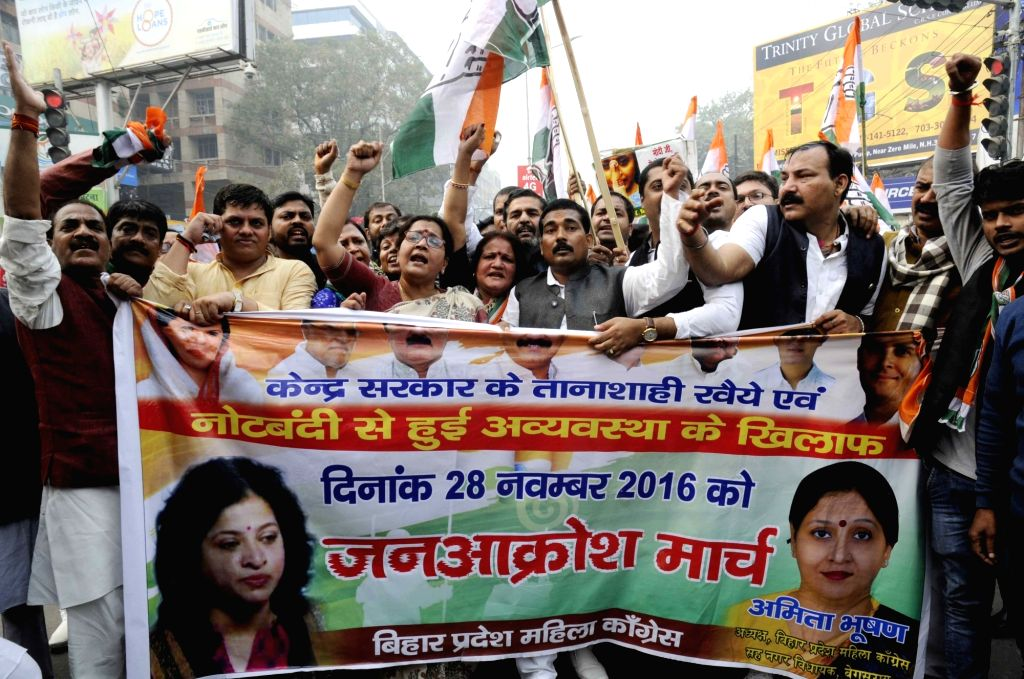 Congress workers participate in a march against demonetisation in Patna on Nov 28, 2016.