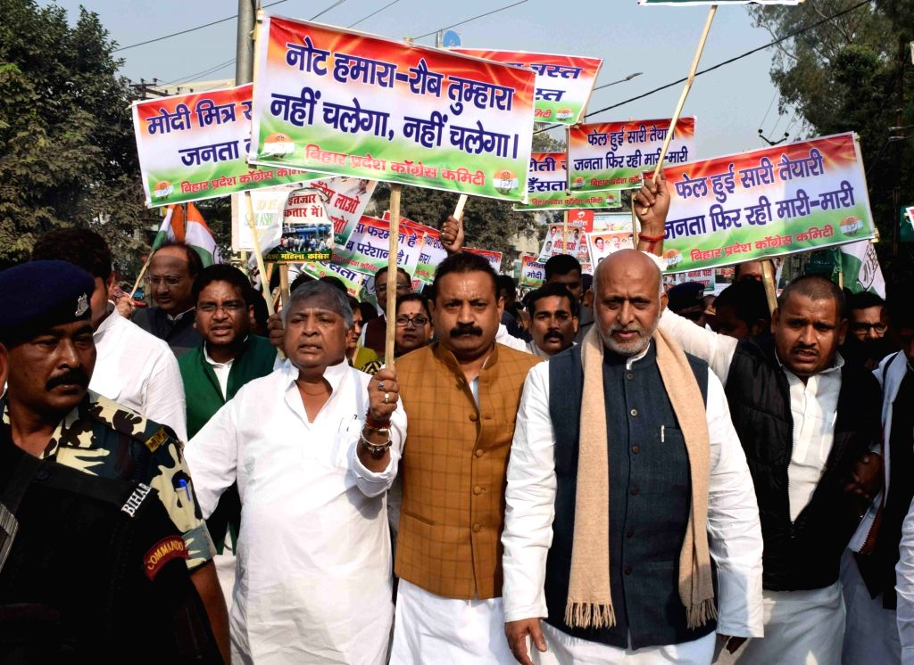 Congress workers participate in rally against demonetisation in Patna on Nov. 23, 2016.