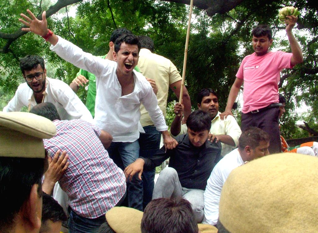 Congress workers stage a demonstration against Kejriwal government in New Delhi, on Aug 4, 2015.