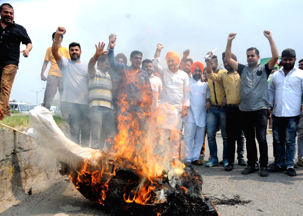 Congress workers stage a demonstration against terror attack on Uri army camp in Amritsar on Sept 19, 2016.