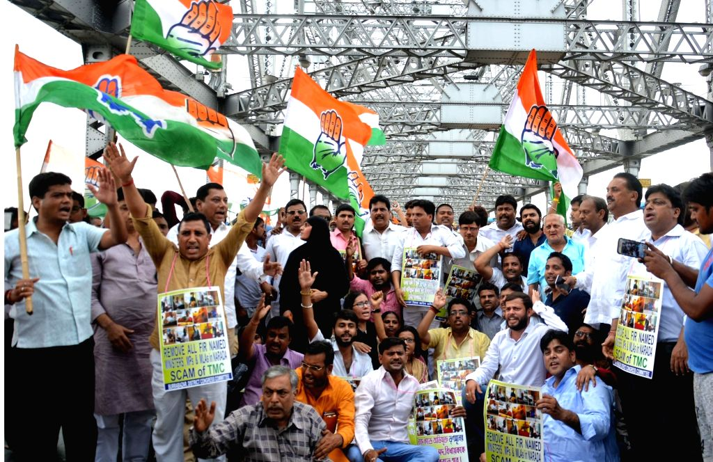 Congress workers stage a demonstration against Trinamool Congress on Howrah Bridge that connects Kolkata and Howrah, on April 20, 2017.