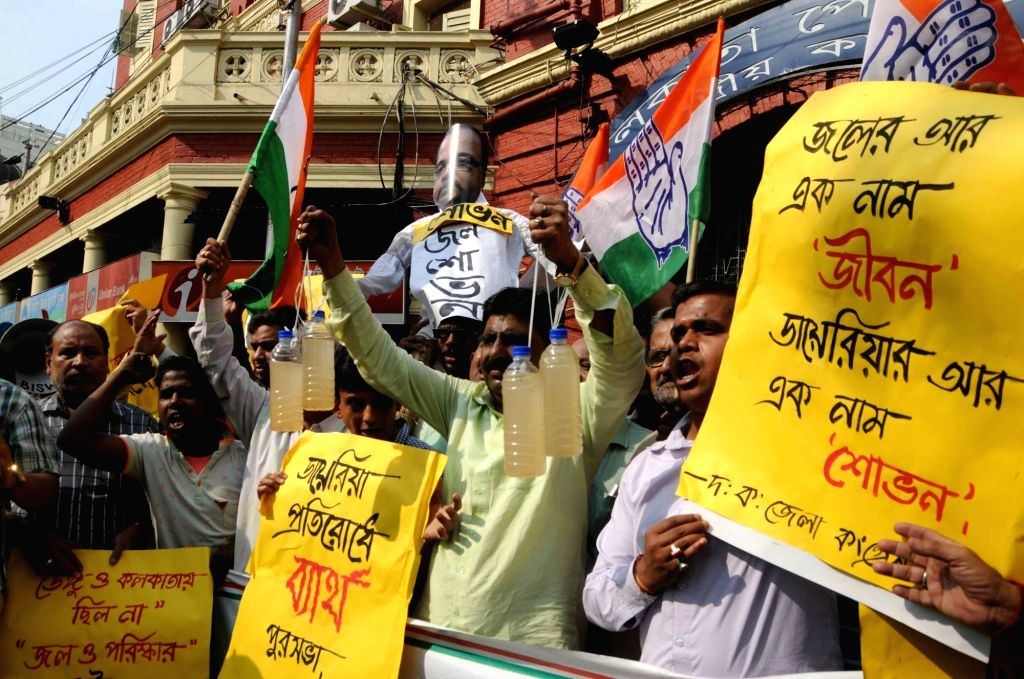 Congress workers stage a demonstration against spread of diarrhoea in Kolkata, on Feb 14, 2018.