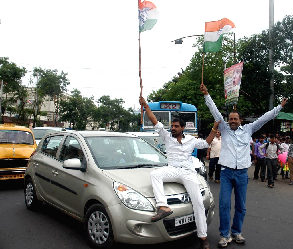 Congress workers stage a demonstration during a 12-hour statewide bandh called by the party in Kolkata, on Aug 18, 2015.