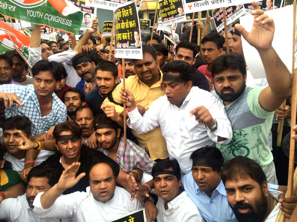 Congress workers stage a demonstration to against Delhi Chief Minister Arvind Kejriwal and Deputy Chief Minister Manish Sisodia in New Delhi on July 11, 2016. - Arvind Kejriwal