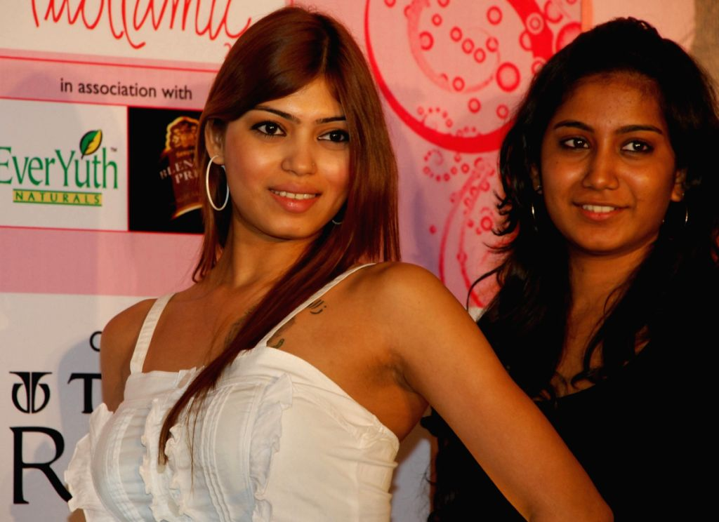Contestants pose for the preliminary round of Dabur Gulabari Sananda Tilottama 2009. The largest beauty pageant of Eastern India in Kolkata on Thursday 28 May 2009.