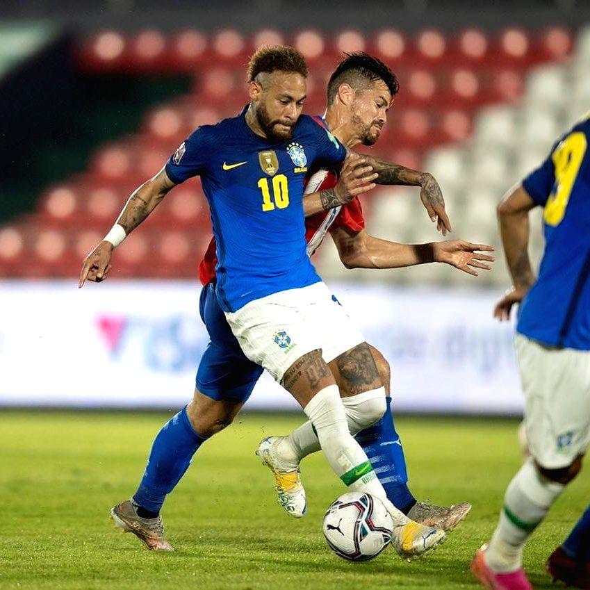 Copa America: Neymar on target as Brazil blank Venezuela 3-0.