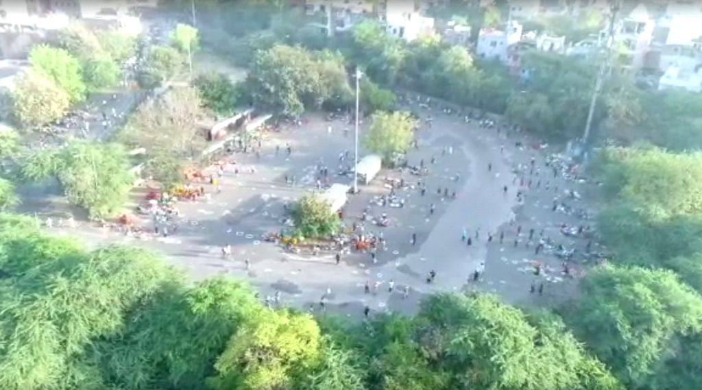 Corona effect: Delhi's Mehrauli Sabji Mandi temporarily relocated.