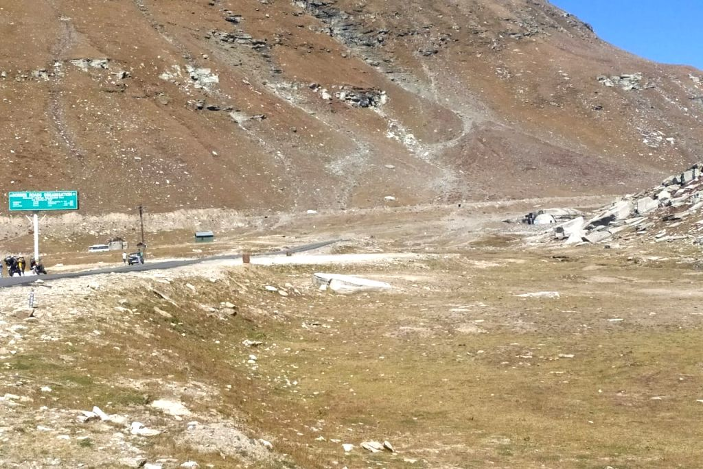 Coronavirus gives fragile Rohtang Pass recovery time.