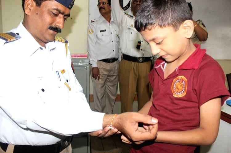 CounZil Kid tying rakhi to a traffic policeman