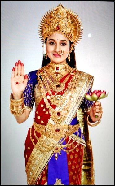 Covid-19 effect: Paridhi Sharma turns make-up artist, chef. - Paridhi Sharma