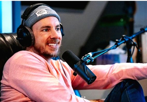 COVID-19 Lockdown: Dax Shepard removes pin from his hand.