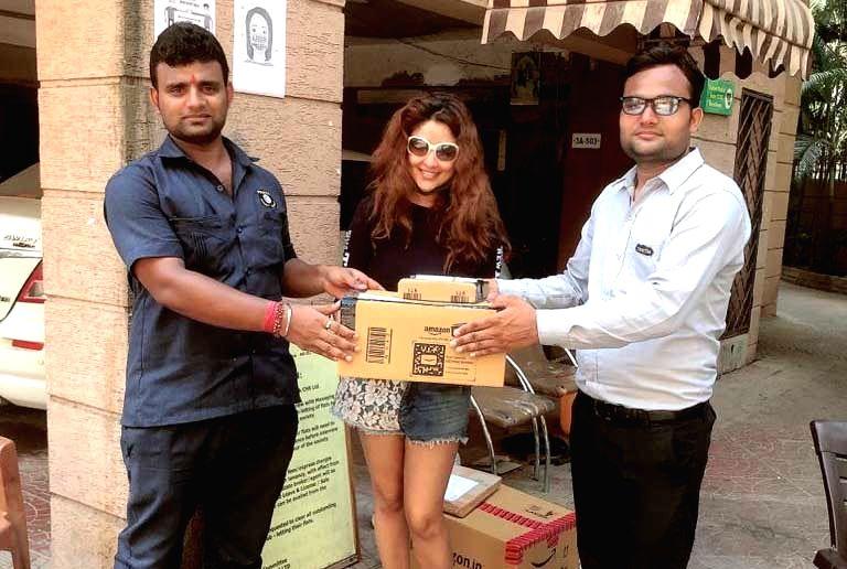 COVID-19: Payal Ghosh distributes sanitisers, masks. - Payal Ghosh