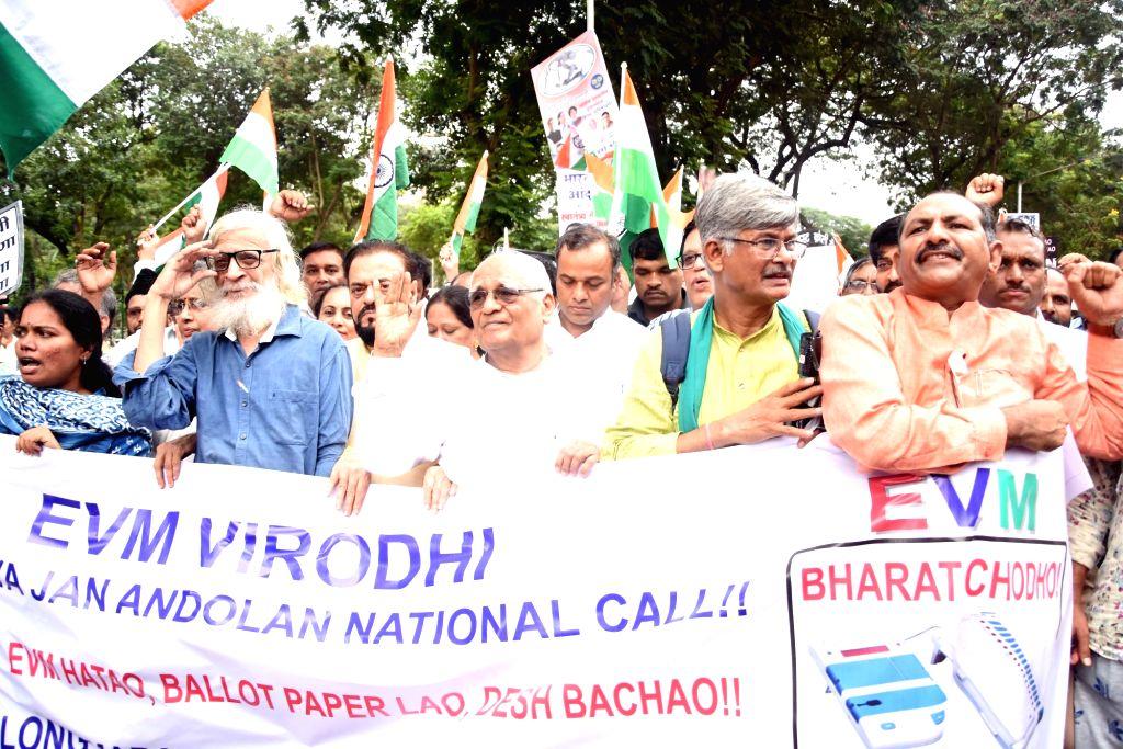 CPI leader Prakash Reddy, Samajwadi Party leader Abu Asim Azmi, Janata Dal-Secular leader Justice (retd) BG Kolse Patil participate in a protest rally against EVMs, in Mumbai on Aug 9, 2019. - Prakash Reddy and Kolse Patil