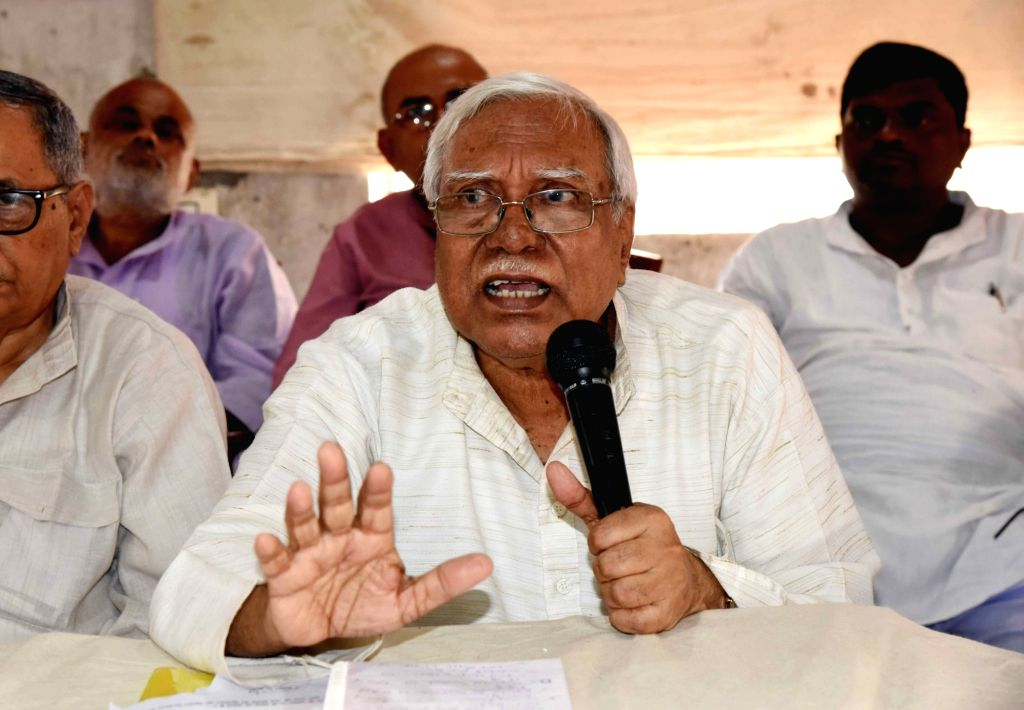 CPI-M leader Hannan Mollah addresses a press conference on various farmers' issues, in Patna on Oct 10, 2019.