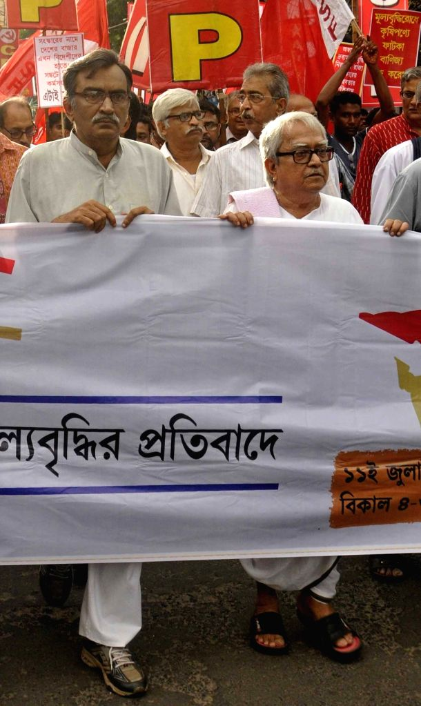 CPI-M leaders Surya Kanta Mishra, Biman Bose and others stage a demonstration against hike in prices of essential commodities in Kolkata, on July 11, 2016. - Kanta Mishra and Biman Bose