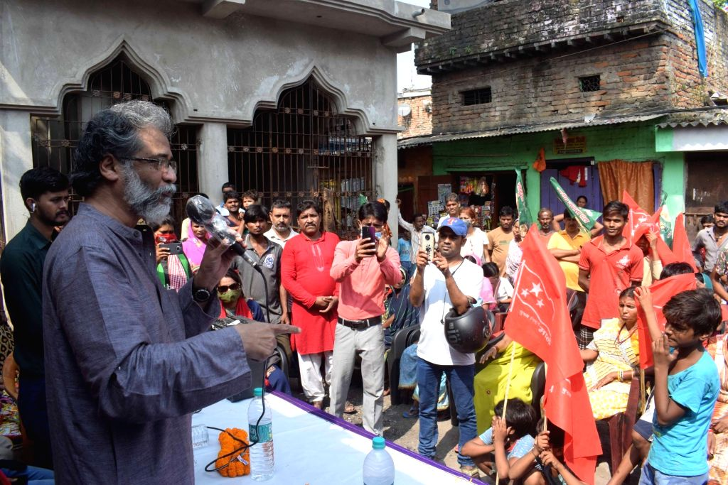 CPI-ML General Secretary Dipanker Bhattacharya addresses a 'Nukkad Sabha' ahead of Bihar Assembly elections, in Patna on Oct 22, 2020.