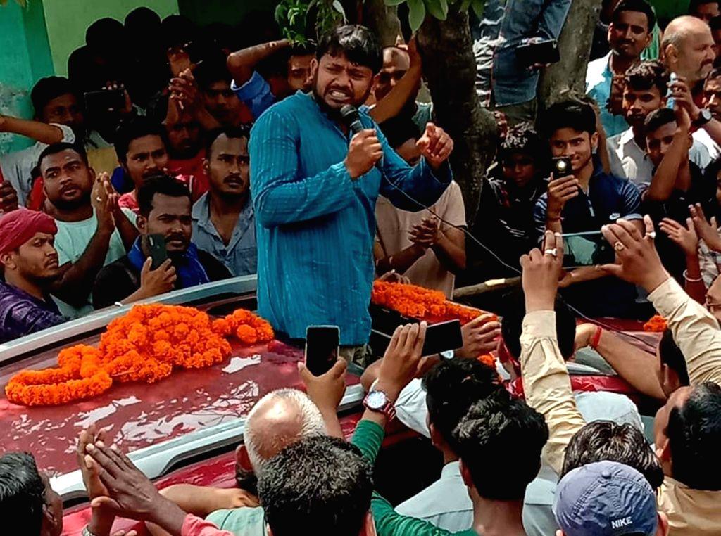 CPI's Lok Sabha candidate from Begusarai, Kanhaiya Kumar addresses a gathering during an election campaign for the forthcoming Lok Sabha elections, in Bihar's Begusarai on April 15, 2019. - Kanhaiya Kumar