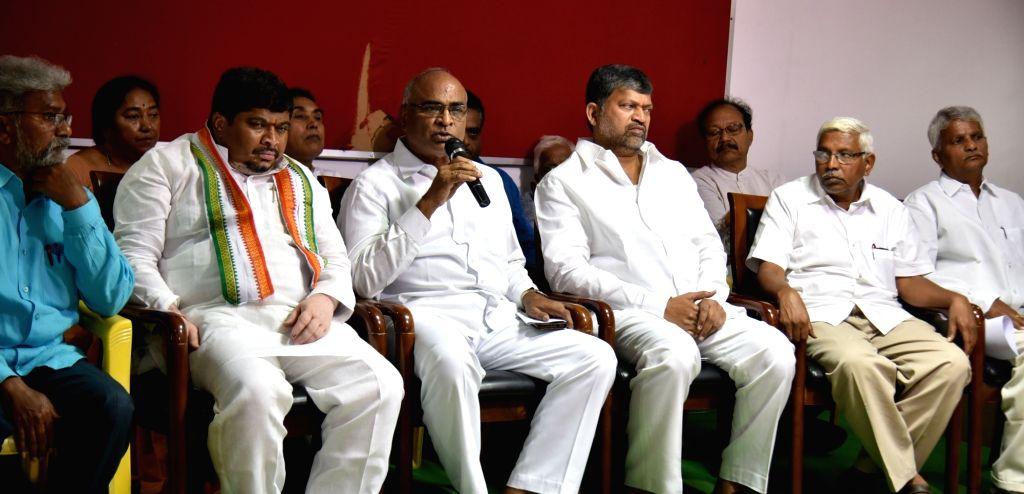 CPI's Telangana President Venkat Reddy accompanied by Congress leader Ponnam Prabhakar Goud, TDP leader L. Ramana and Telangana Jana Samithi leader M. Kodandaram, addresses a press ... - Venkat Reddy