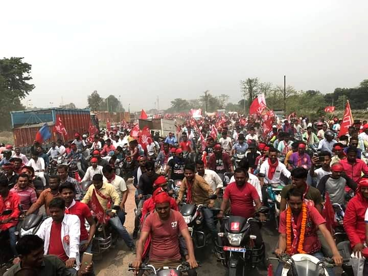 CPI supporters during the roadshow of party's Lok Sabha candidate from Begusarai Kanhaiya Kumar, in Bihar's Begusarai on April 9, 2019. - Begusarai Kanhaiya Kumar