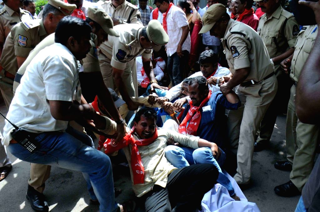 CPI workers staging a demonstration in support of the striking TSRTC employees, being detained in Hyderabad on Oct 29, 2019.