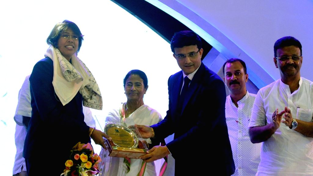 Cricket Association of Bengal (CAB) President Sourav Ganguly presents special award to Indian woman cricketer Jhulan Goswami during CAB Annual Awards Ceremony 2016-17 in Kolkata on Aug 8, ... - Mamata Banerjee, Sourav Ganguly and Jhulan Goswami