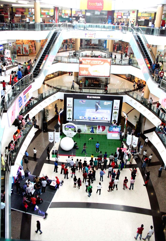 Cricket fans watch the final match of ICC World Cup 2015 between Australia and New Zealand in a Kolkata shopping mall, on March 29, 2015.