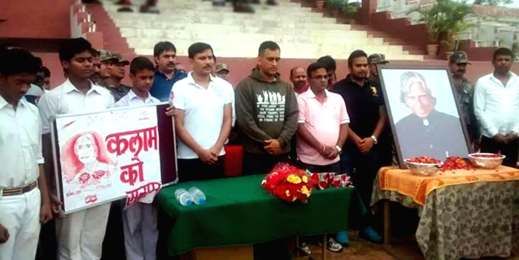 Cricketer Mahendra Singh Dhoni and Former Deputy Chief Minister of Jharkhand Sudesh Mahato pays tribute to former president APJ Abdul Kalam in Silli of Ranchi district, Jharkhand on July 29, ... - Mahendra Singh Dhoni