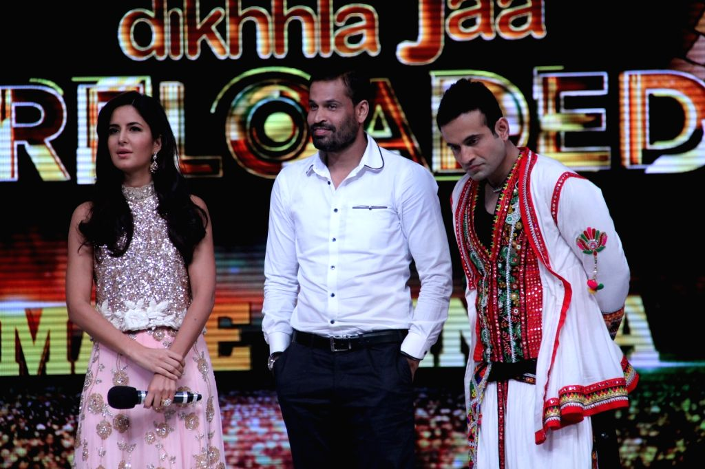 Cricketers Irfan Pathan, Yusuf Pathan and Katrina Kaif during the promotion of film Phantom on the sets of Jhalak Dikhhla Jaa Season 8 in Mumbai, on Aug 12, 2015. - Katrina Kaif