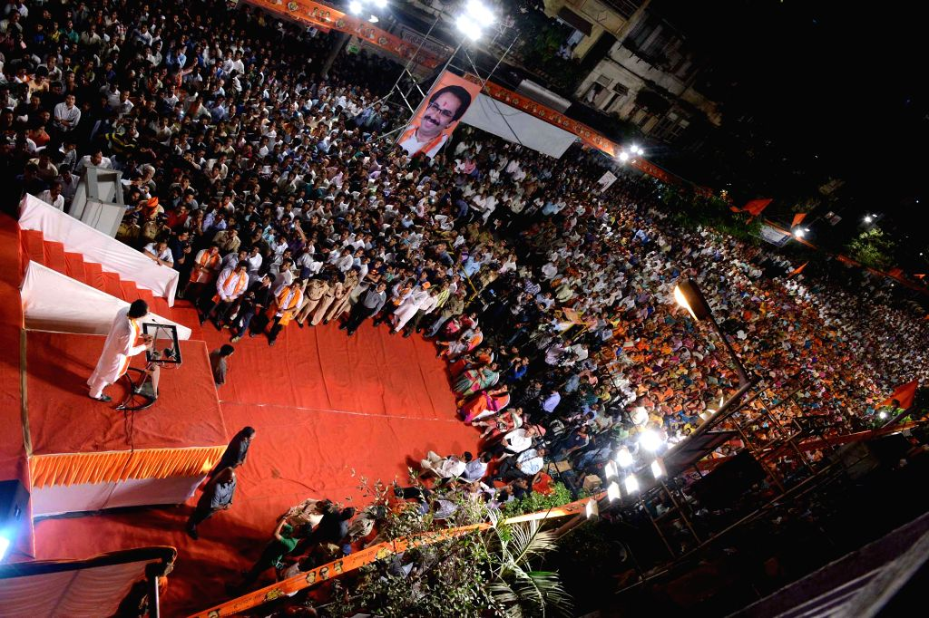 Crowd gathers at a Shiv Sena rally in Mumbai on April 16, 2014.
